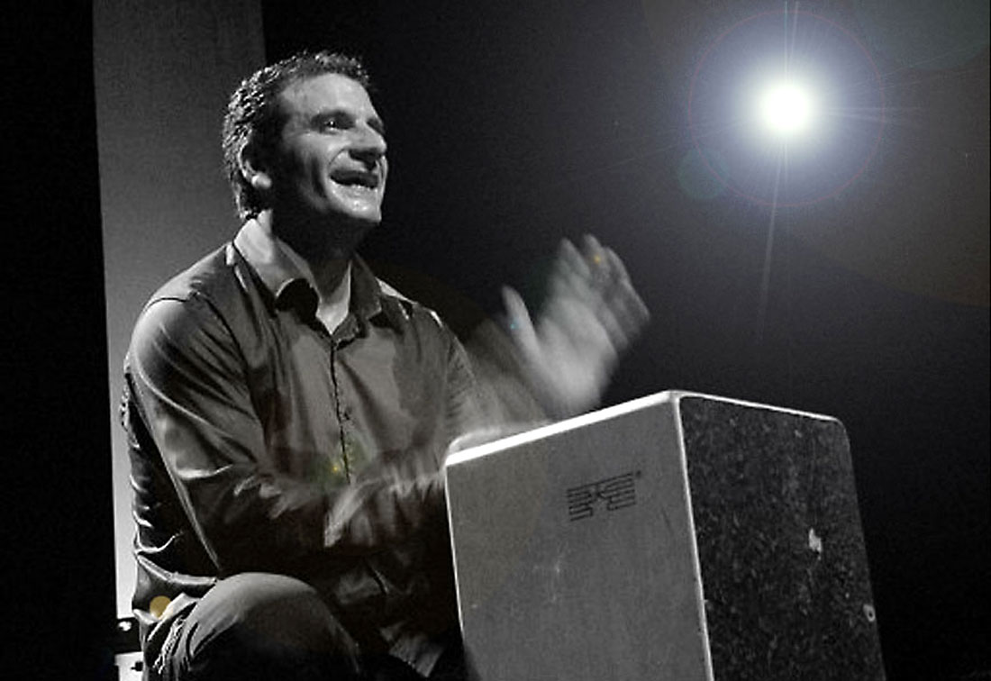 José Fortes an der Cajón, Percussionisdt der spanischen Band Giposy Family Los Payos