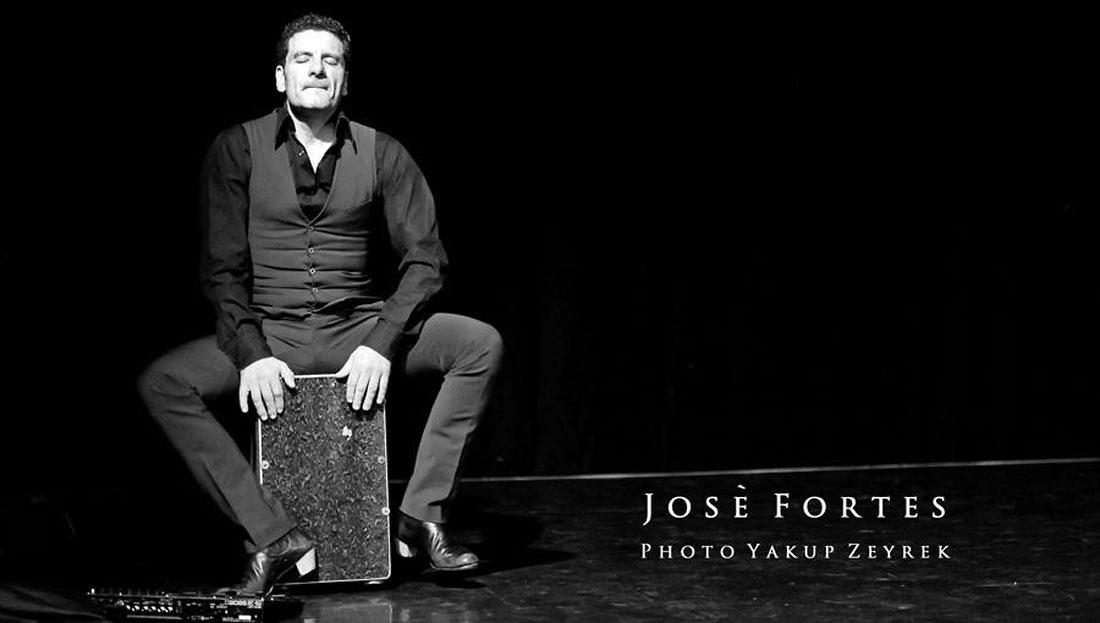 José Fortes aus Almería an der Cajón, Percussionst der spanischen Liveband Gipsy Family Los Payos