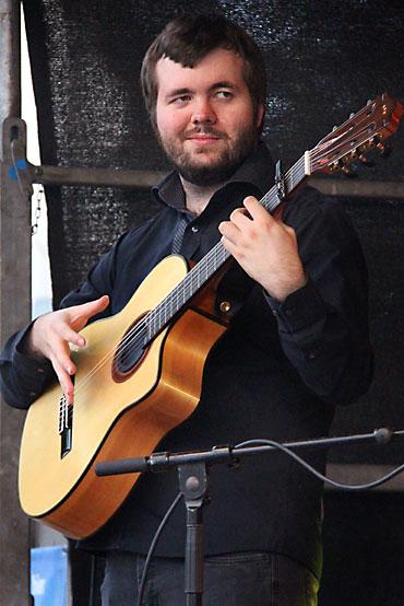 Spanische Gitarre mit Rouven Gitarrist der spanischen Band Gipsy Family Los Payos