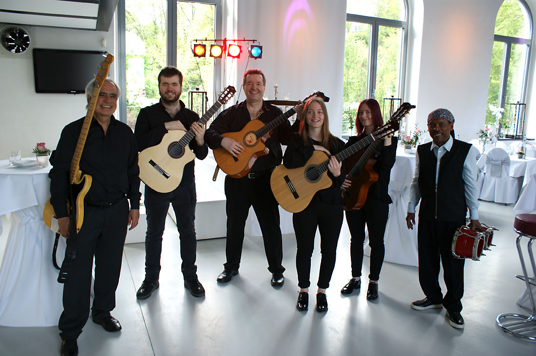 Die spanische Band Gipsy Family Los Payos im Festsaal bei einer Hochzeitsfeier